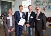 """Malermeister Ahle GmbH erhielt Auszeichnung  """"Familienfreundliches Unternehmen im Kreis Paderborn"""""""